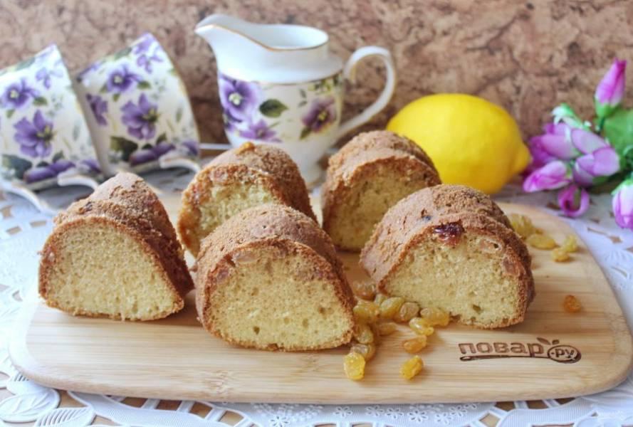 Ароматный, нежный, вкусный лимонный кекс с изюмом подавайте к чаю, кофе, молоку.