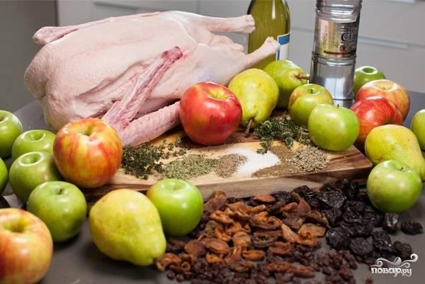 1. Вот такой яркий, аппетитный и разнообразный набор ингредиентов используется в рецепт приготовления гуся в духовке.