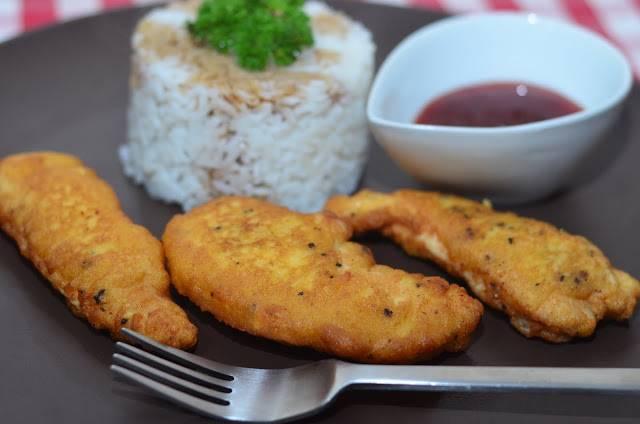 6. Вкуснейшая курица в кляре готова. Подавать с любимым соусом и гарниром в горячем виде.