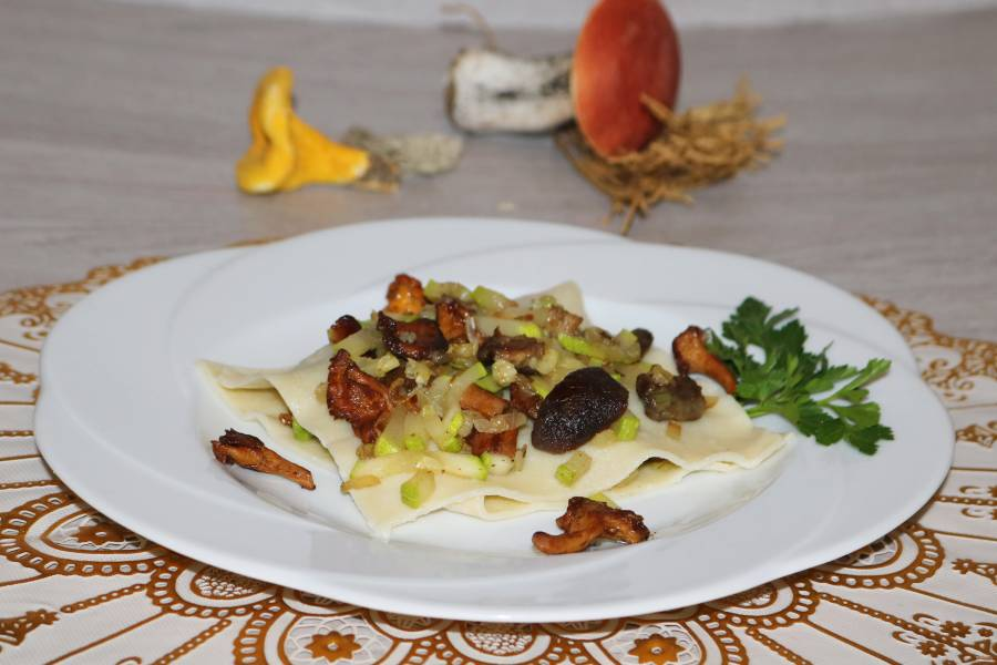 Равиоли с белыми грибами