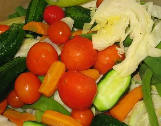 Пробуйте на вкус: когда овощи будут нужного вкуса, тогда и можете уже разложить их по банкам.