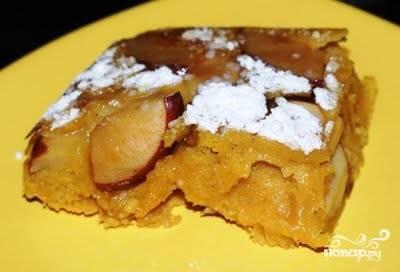 Пирог посыпаем сахарной пудрой и подаем к столу.