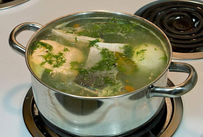 6. Перед подачей останется только добавить измельченный укроп. Вот такой несложный, но очень удачный вариант, как сделать суп с рыбным филе без лишних хлопот.
