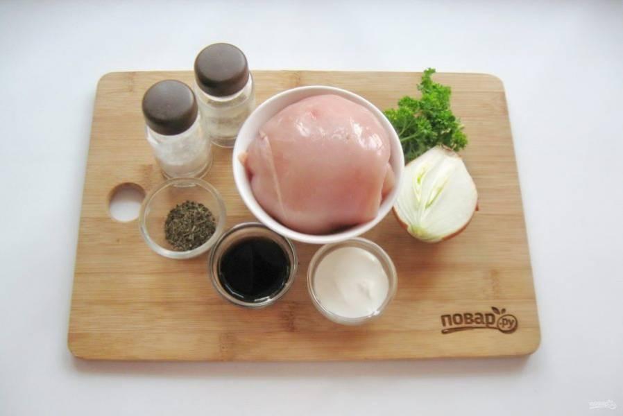 Подготовьте ингредиенты для приготовления шашлыка.