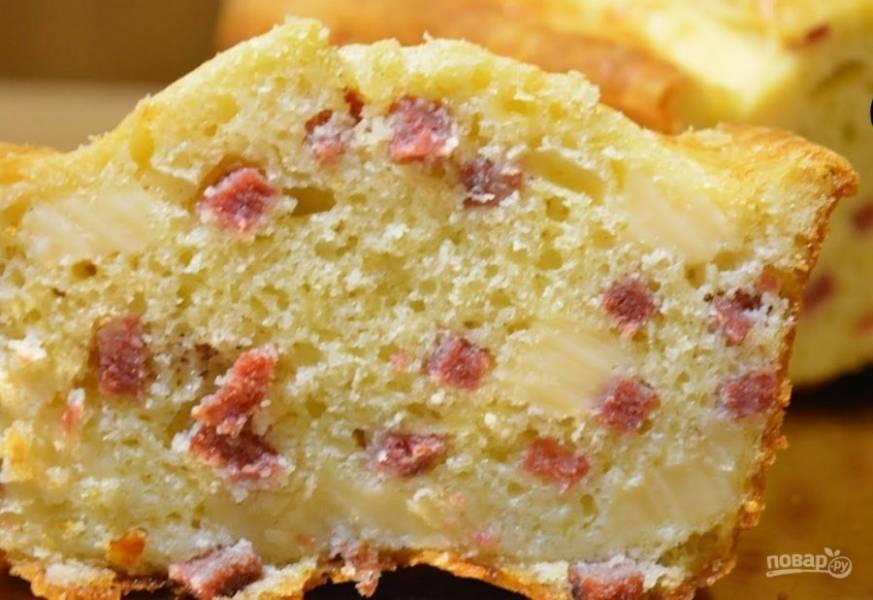 4.  Выпекайте кекс в разогретой до 180 градусов духовке 35-40 минут. Приятного аппетита!