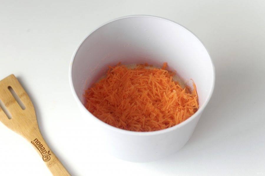 Добавьте тертую на мелкой терке морковь.