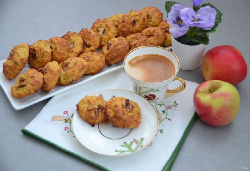 Вкусное домашнее печенье с яблоком и морковью готово. Приятного аппетита!