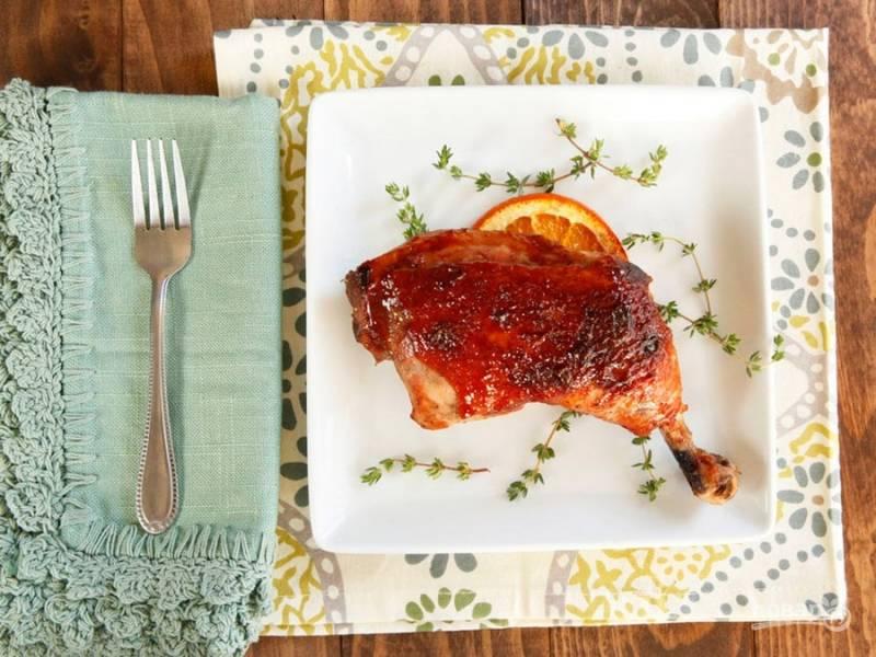 6. Затем фольгу снимите. Запекайте курицу ещё 5 минут, только при 170 градусах. Всё готово! Приятного аппетита!