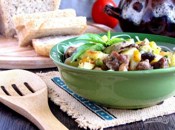 8.Накройте горшочки крышками и запекайте при 200 градусах 45 минут, может немного больше (до готовности картофеля). Приятного аппетита!