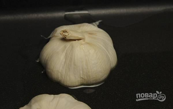 2. Выложите срезом вниз на сковороду с разогретым растительным маслом.