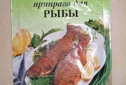 Приправу для рыбы размешать с оливковым маслом.