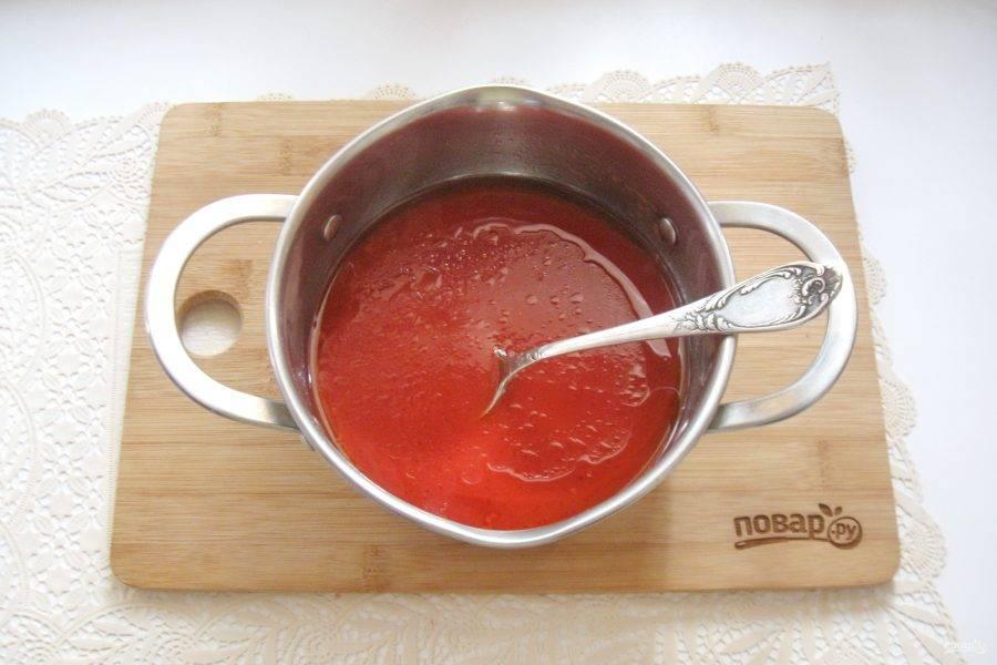 Влейте 150-200 мл. воды и перемешайте соус.