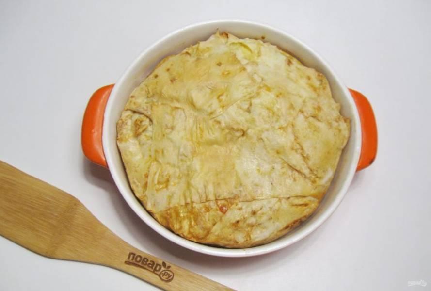 Выпекайте сабурани в духовке, разогретой до 175-180 градусов, 45-50 минут до золотистого цвета.