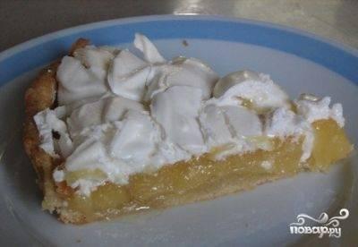 Нарезать пирог лучше остывшим. Приятного аппетита!
