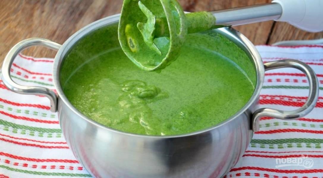 Готовьте все на небольшом огне около 5 минут, затем добавьте сок лимона, измельченные веточки тимьяна и соль с перцем. Все хорошо перемешайте.