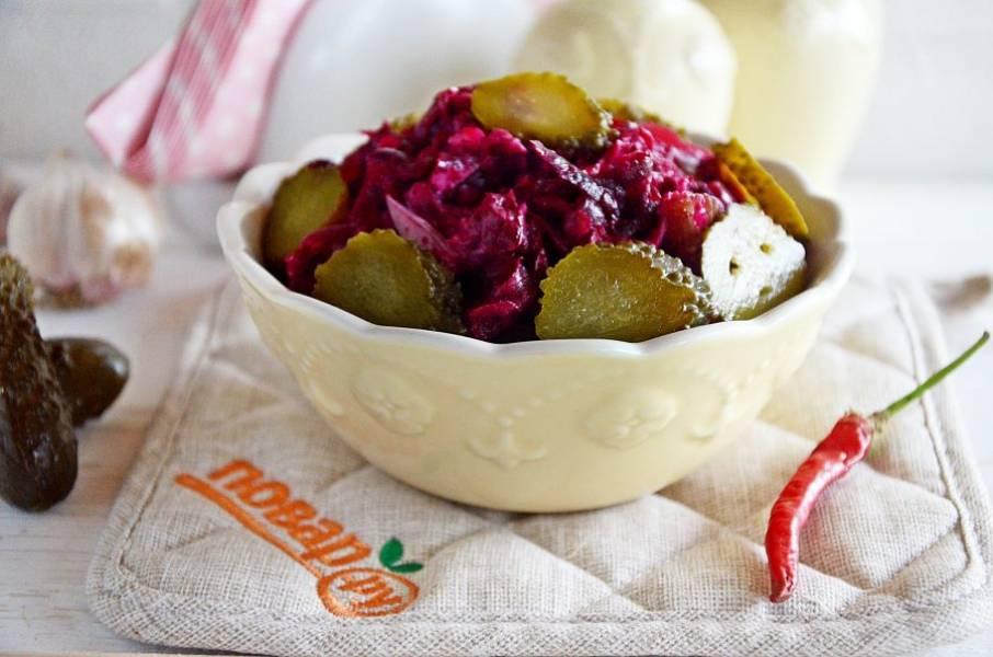 5. Перемешайте и подавайте к столу. Не забудьте посолить и украсить салат. Приятного аппетита!