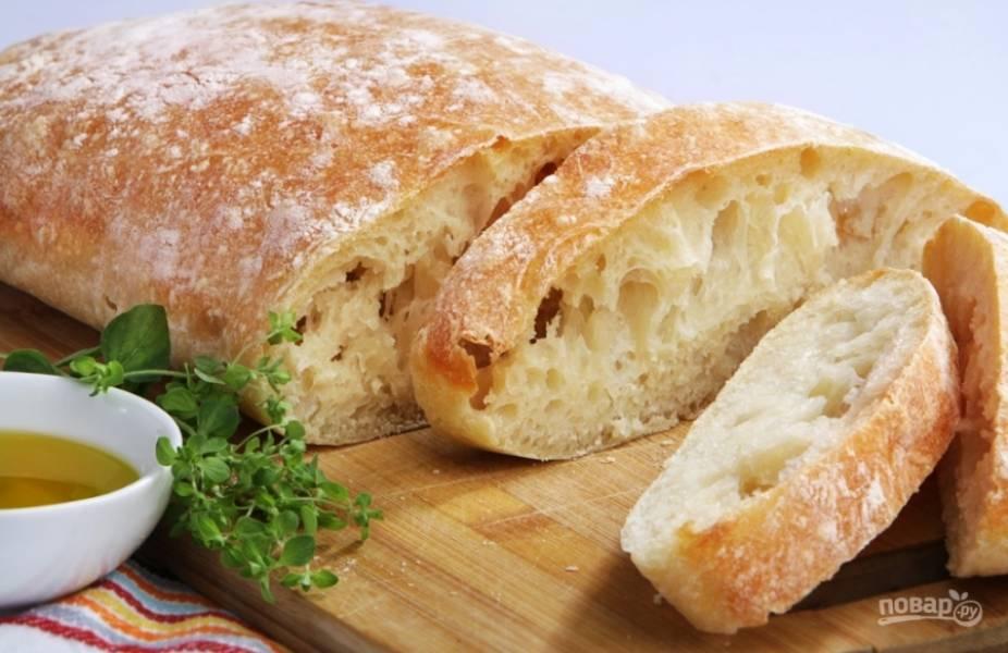 Ароматный и аппетитный итальянский хлеб чиабатта можно подавать к любым блюдам, да и сам по себе он очень вкусный! Приятного аппетита!
