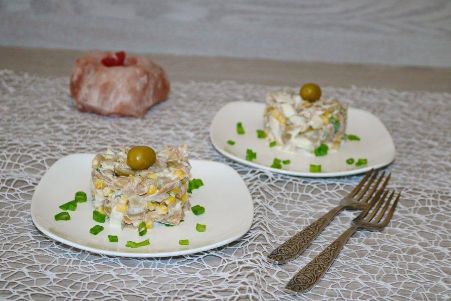 Нетрадиционное сочетание вкусов делает этот салат очень интересным и современным.