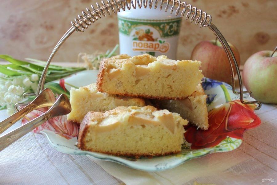 Готовый нормандский пирог достаньте из формы, охладите, нарежьте и подавайте к чаю.