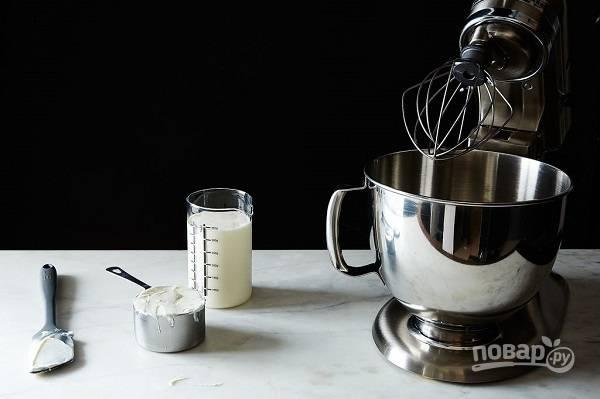 1. Хочу сразу обратить ваше внимание на то, что в креме используются два основных ингредиента: сливки и йогурт. А дальше вы можете использовать различные добавки по вкусу.