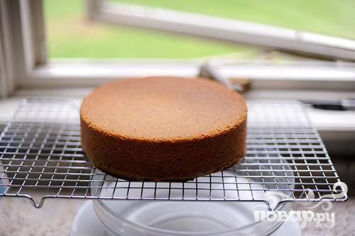 4. Выпекать при температуре 175 градусов в течение 45 - 50 минут. Убрать из духовки дать полностью остыть на стойке.