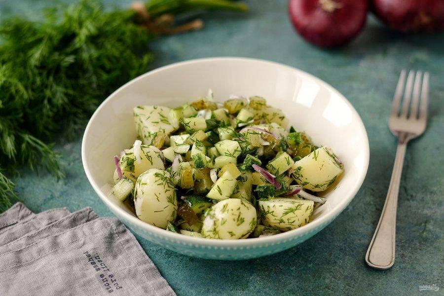 Дайте салату настояться 15 минут, затем можно подавать к столу. Приятного аппетита!