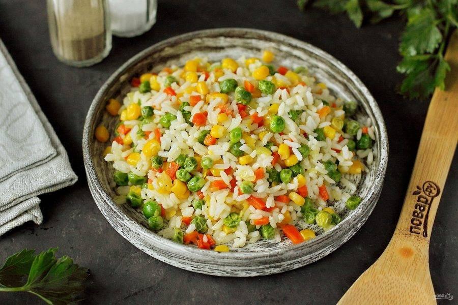 Можно подавать блюдо с рыбой, птицей или мясом, а можно самостоятельно со свежими овощами. Приятного аппетита!