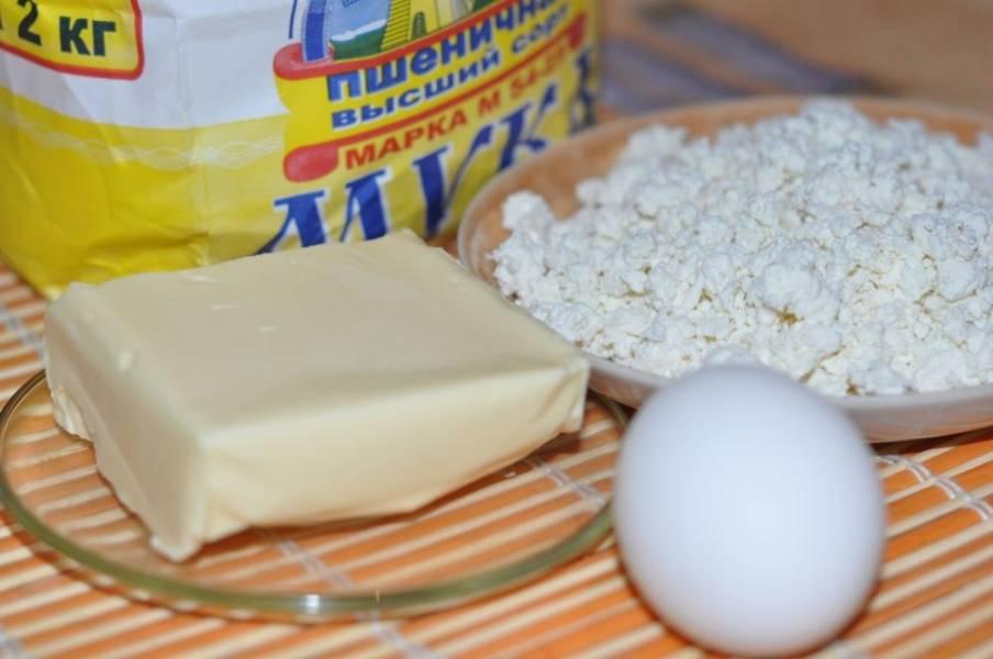 1. Вот такие ингредиенты необходимы, чтобы всего за полчаса воссоздать рецепт приготовления ракушек из творожного теста на собственной кухне. Сливочное масло можно в крайнем случае заменить хорошим маргарином, а количество сахара зависит от ваших вкусовых предпочтений.