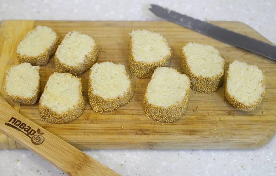 8. Нарежьте колбаску на порционные печенья.