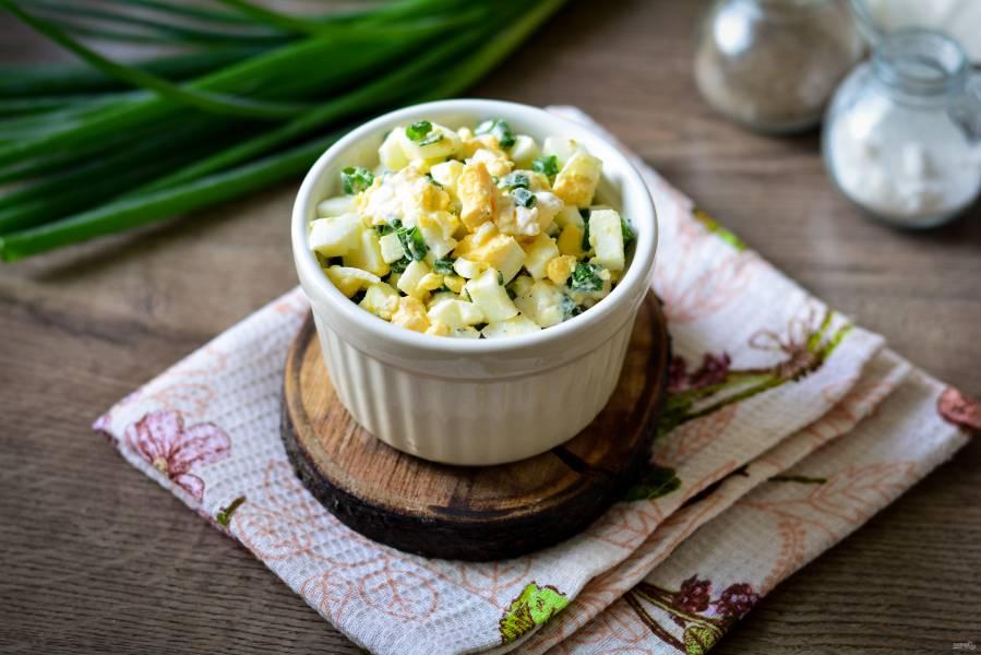 Луковый салат с яйцами