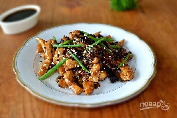 Курица по-китайски с баклажанами в домашних условиях готова. Приятного аппетита!