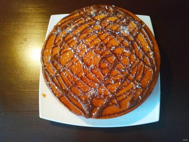 Накройте пирог второй половинкой и отправьте в холодильник настаиваться, желательно на целую ночь.