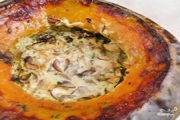 7. Вот и весь простой рецепт тыквы, фаршированной мясом и рисом. Подавайте на стол целиком, а затем разрежьте на порционные кусочки.