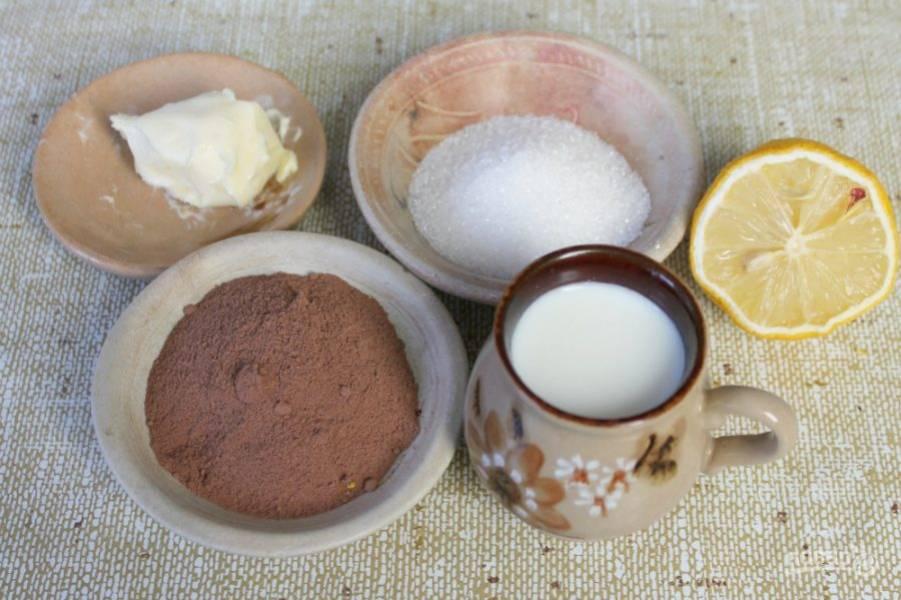 Готовим шоколадную глазурь.  Можно готовить в мультиварке или на кухонной плите в сотейнике.  Соединяем какао, сахар и добавляем молоко. Варим непрерывно помешивая на малом огне. Когда масса станет однородной добавляем сливочное масло и немного лимонного сока. Перемешиваем и остужаем до комнатной температуры.