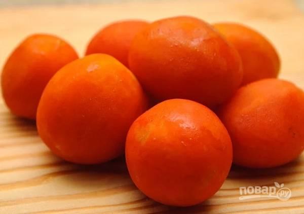 1. Подготовьте хорошо созревшие и неподпорченные помидоры.