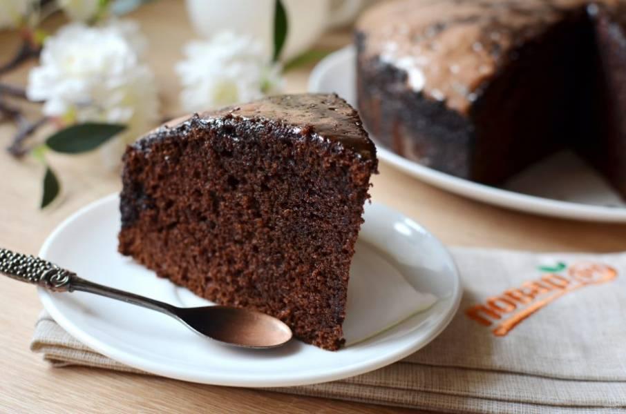 10. Влажный, но хорошо пропеченный, супершоколадный вкусный пирог! Обязательно попробуйте!