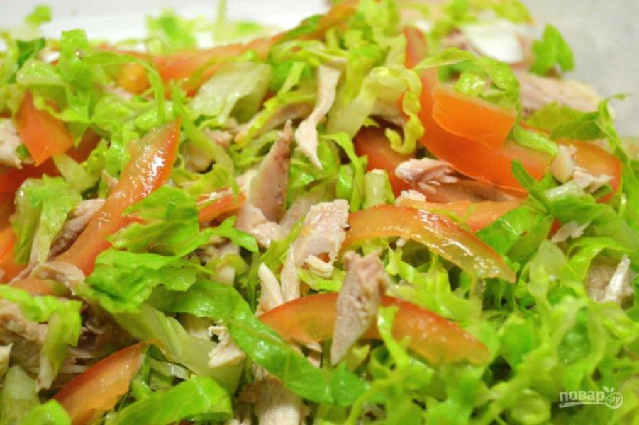 5.Добавьте к перемешанным овощам куриное мясо.