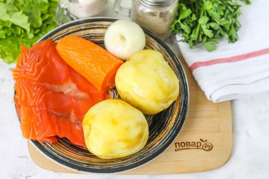 Подготовьте указанные ингредиенты. Овощи очистите от кожуры, промойте в воде.