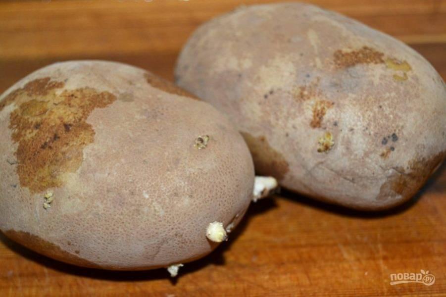 1.Вымойте картофель, выбирайте его примерно одинакового размера.