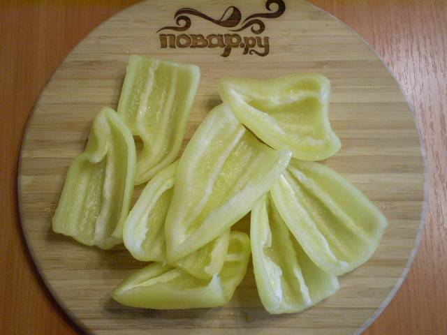 2. Удалить плодоножку и семена, промыть внутри и обсушить.