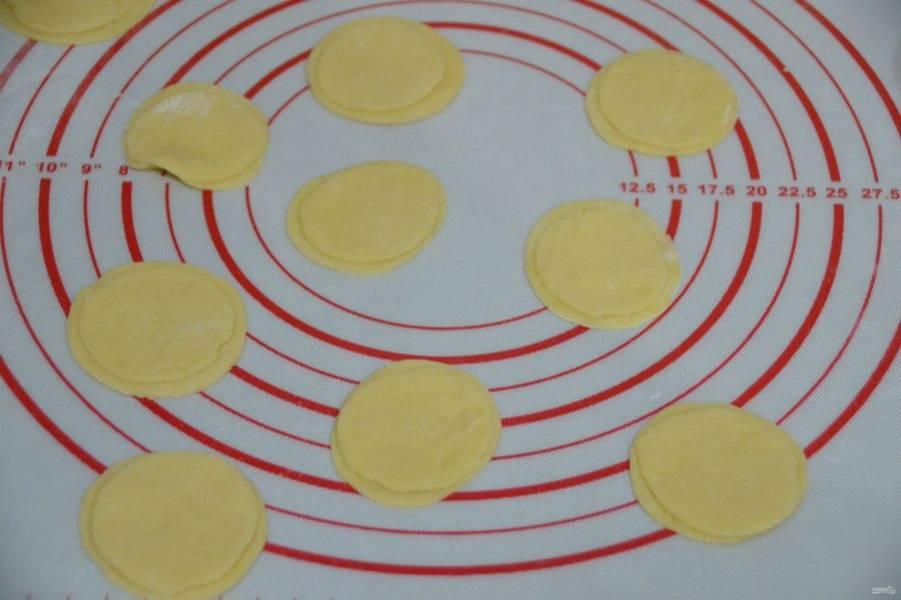 Сделайте парное количество кружочков большего и меньшего диаметра.