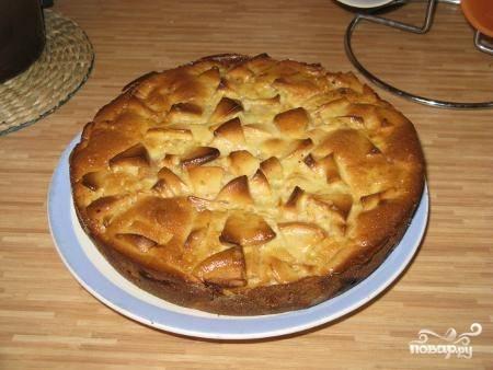 Шарлотка со сметаной и яблоками
