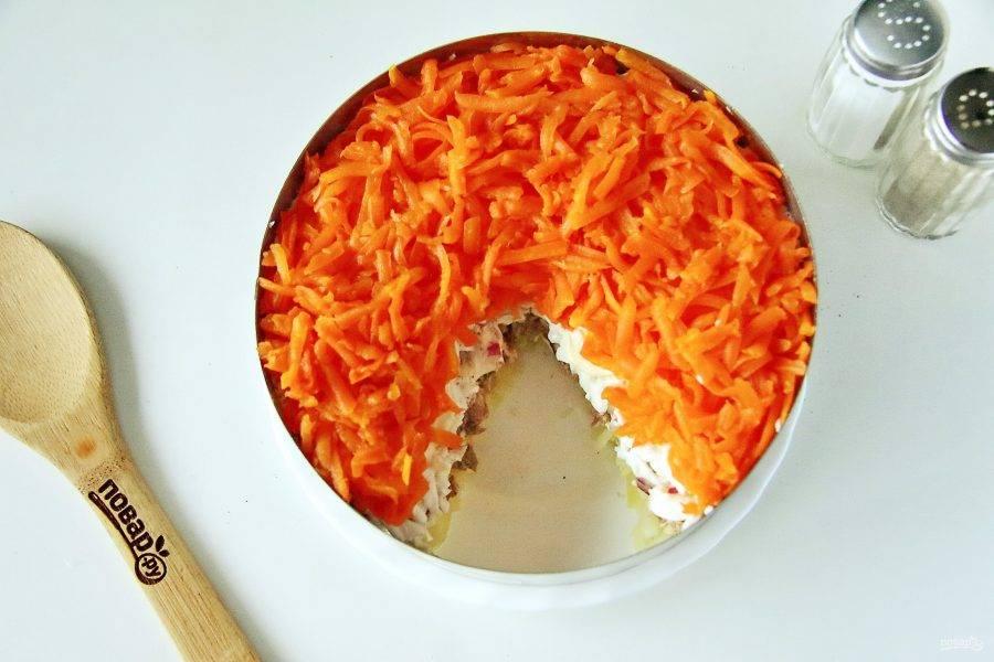 Затем идет тертая морковь.