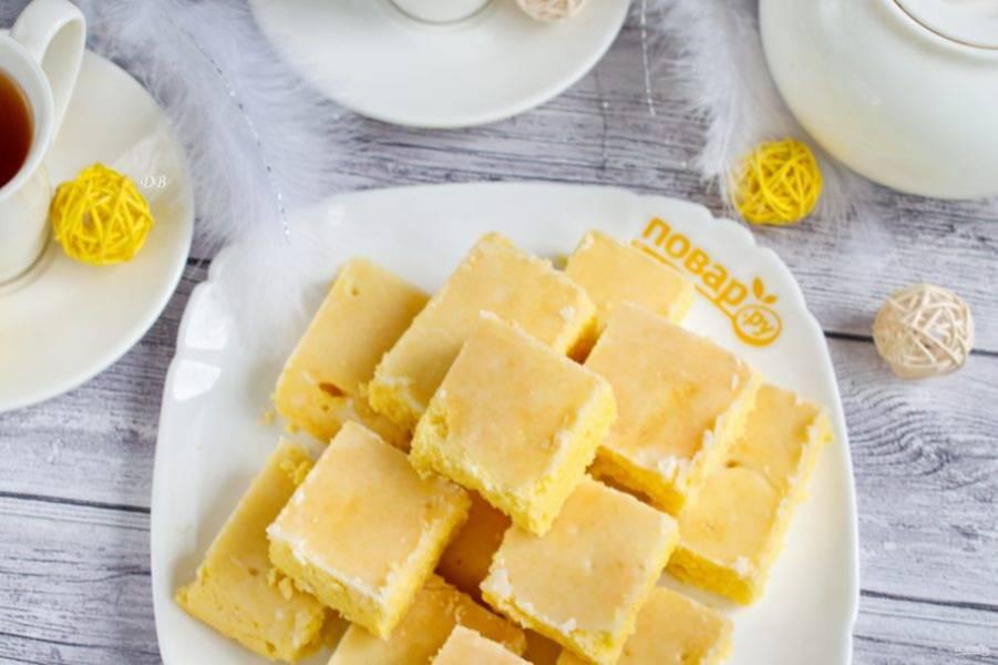 Разрежьте пирог на порционные кусочки и угощайте родных и близких. Приятного аппетита!