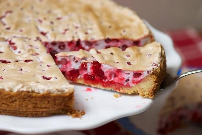 5. Запекайте пирог в духовке еще 10 минут.