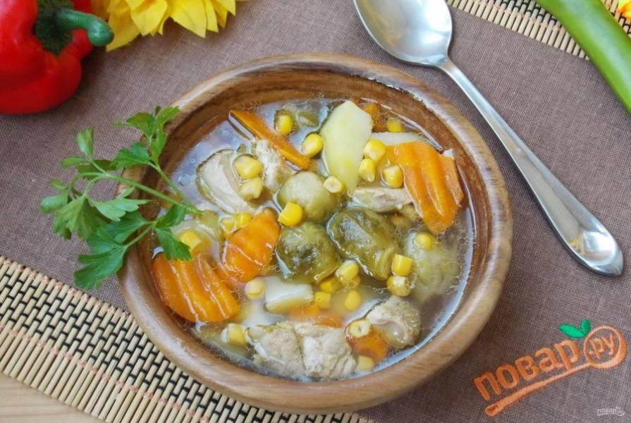 Ароматный овощной суп готов. Подаем на обед!