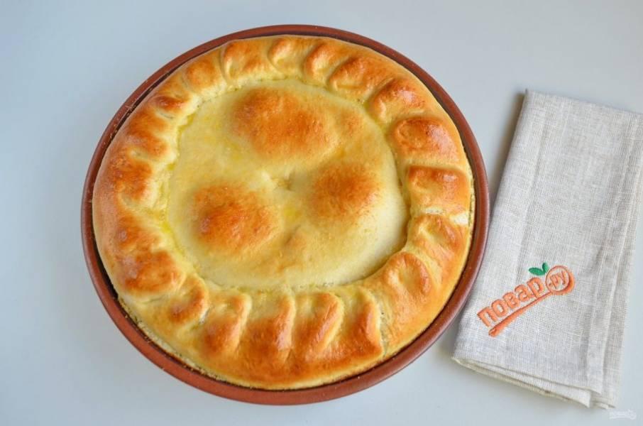 8. Готовый пирог остудите в форме.