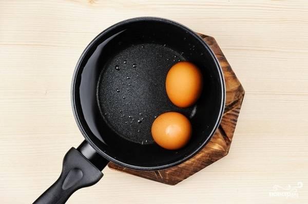 3. Параллельно отварите вкрутую яйца.