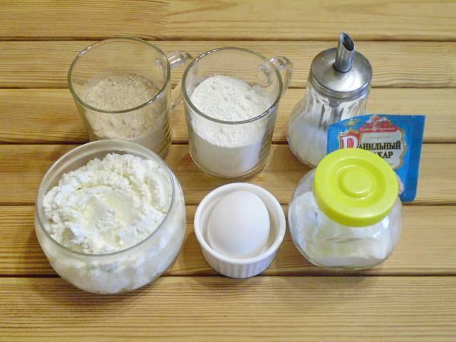 1. Приготовим продукты. Гречневую муку можно приготовить самостоятельно, используя кофемолку и гречневую крупу.