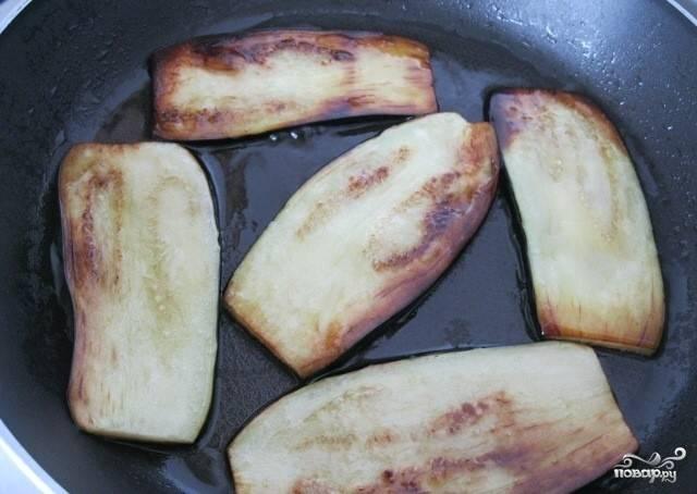 3.Затем обжариваем их на растительном масле.